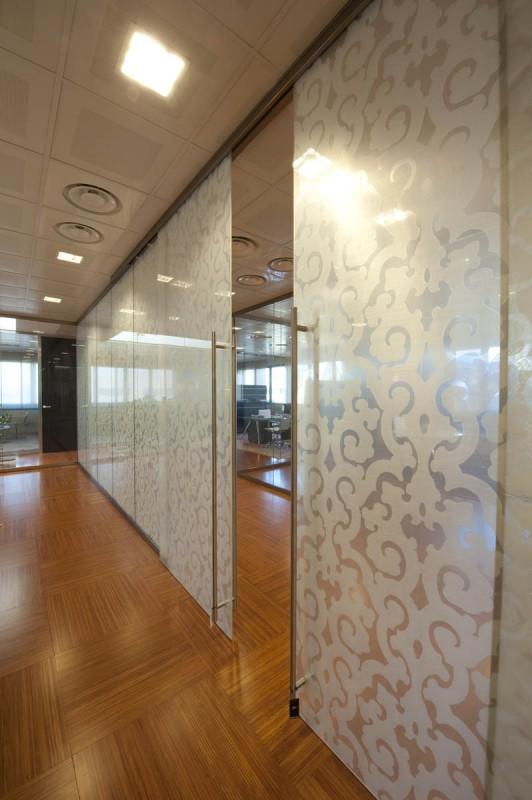 Pareti divisorie in legno e vetro mb27 regardsdefemmes for Design ufficio vetro