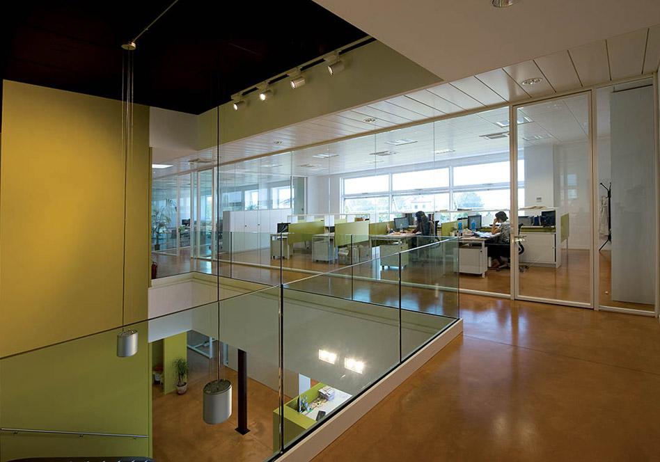 Prodeco pharma vetroin leader arredo ufficio in vetro e for Dau srl design arredo ufficio