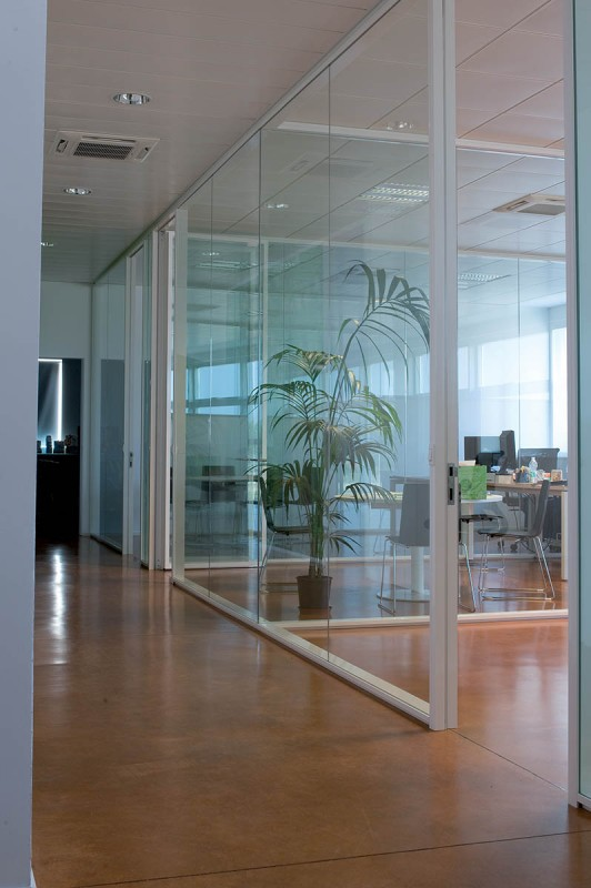 Prodeco pharma vetroin leader arredo ufficio in vetro e for Arredo plast spa