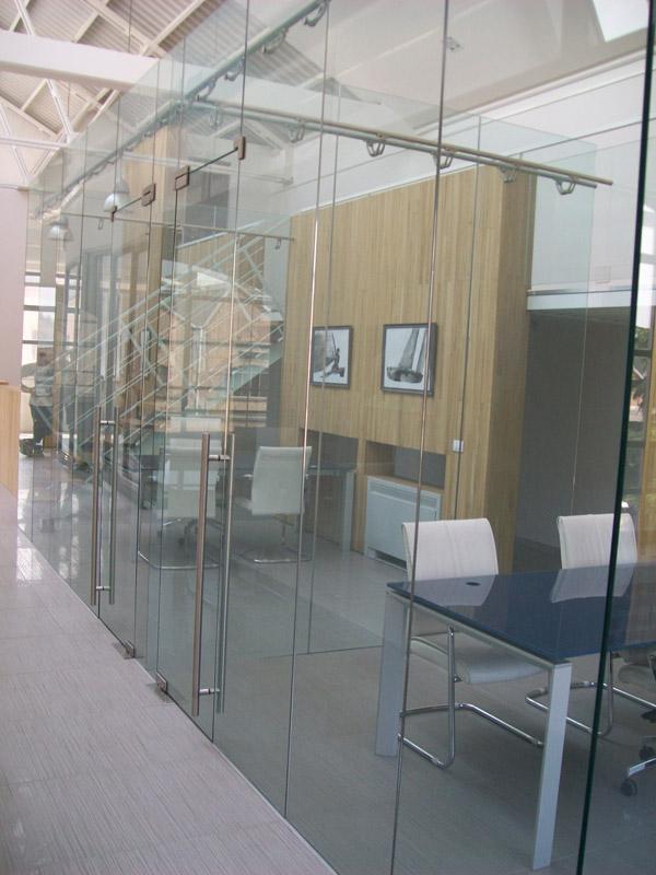 Impresa mazzi vetroin leader arredo ufficio in vetro e for Arredo plast spa