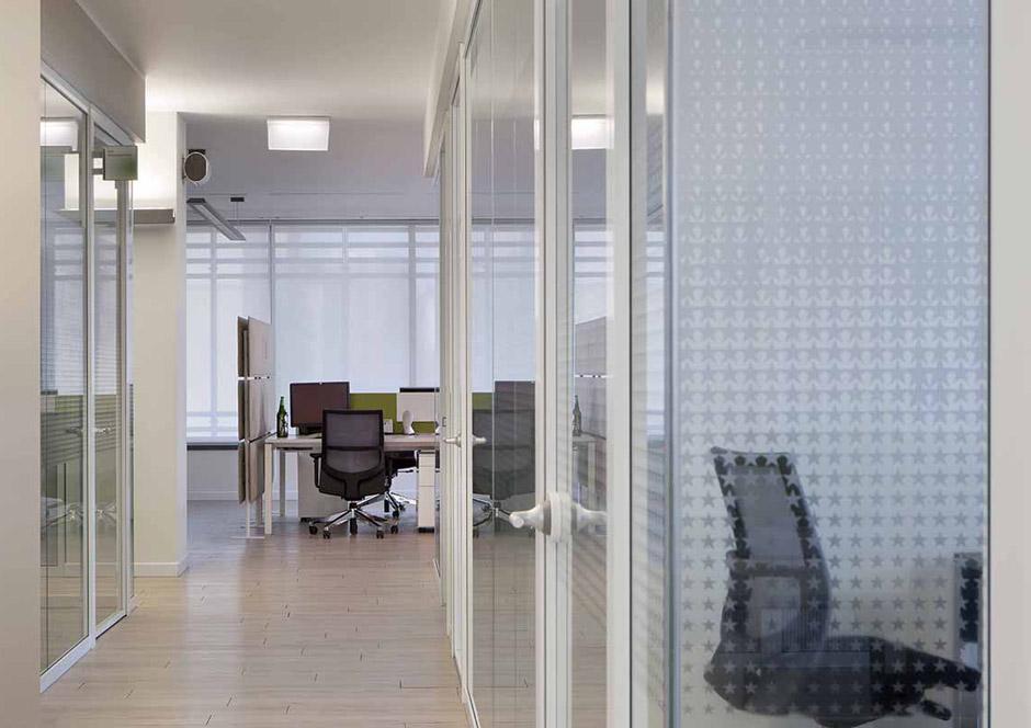 Heineken vetroin leader arredo ufficio in vetro e for Arredo plast spa