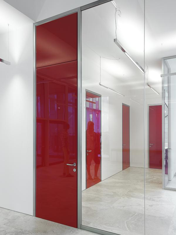 Levi s vetroin leader arredo ufficio in vetro e design for Arredo plast spa