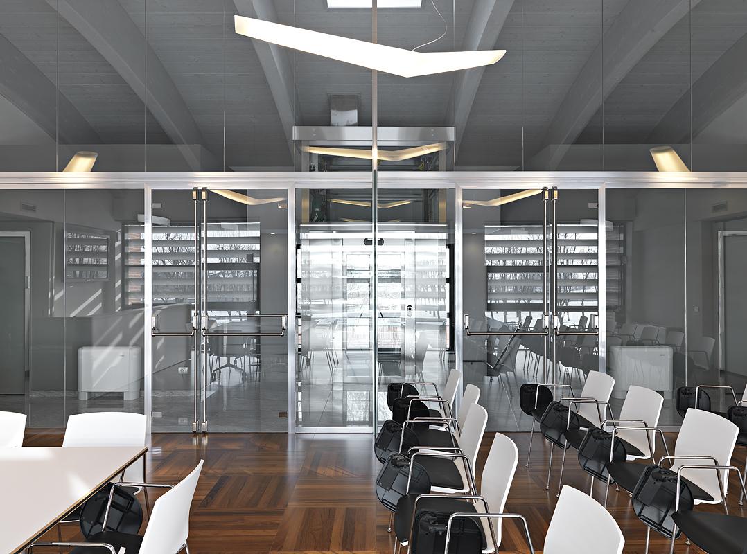Diachem vetroin leader arredo ufficio in vetro e design for Arredo plast spa