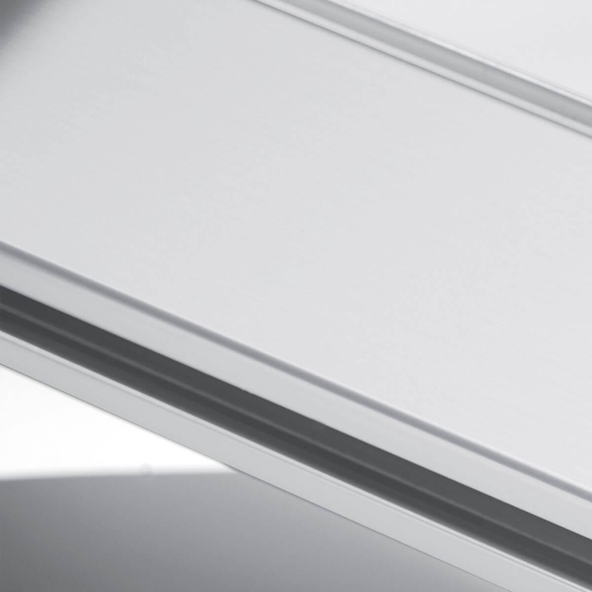 Finitura alluminio bianco ral 9010 per parete in vetro