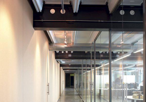 pareti divisorie in vetro e alluminio uffici Analog Device