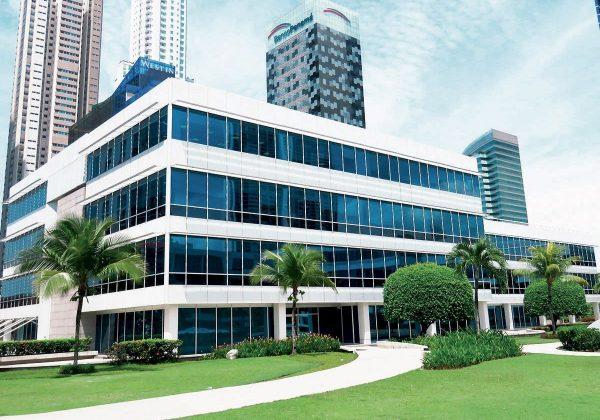 Pareti divisorie in vetro sede Huawei Panama