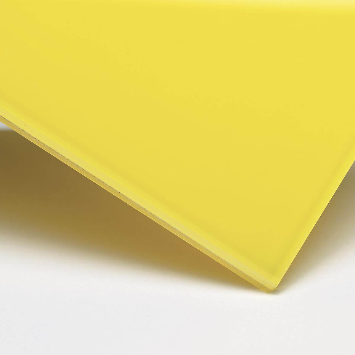 Finitura: Vetro con pellicola interna gialla coprente